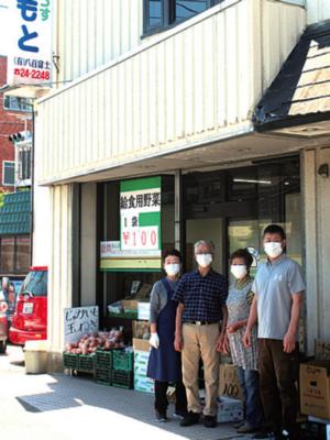 山本さん(右)と先代が総出で店を切り盛りする